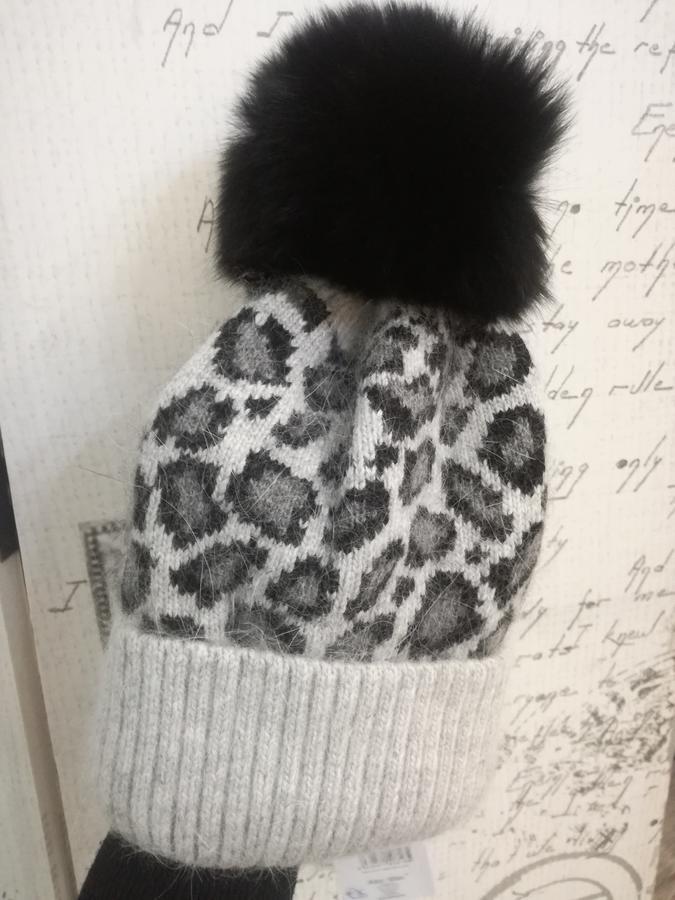 Cappello animalier con pon pon