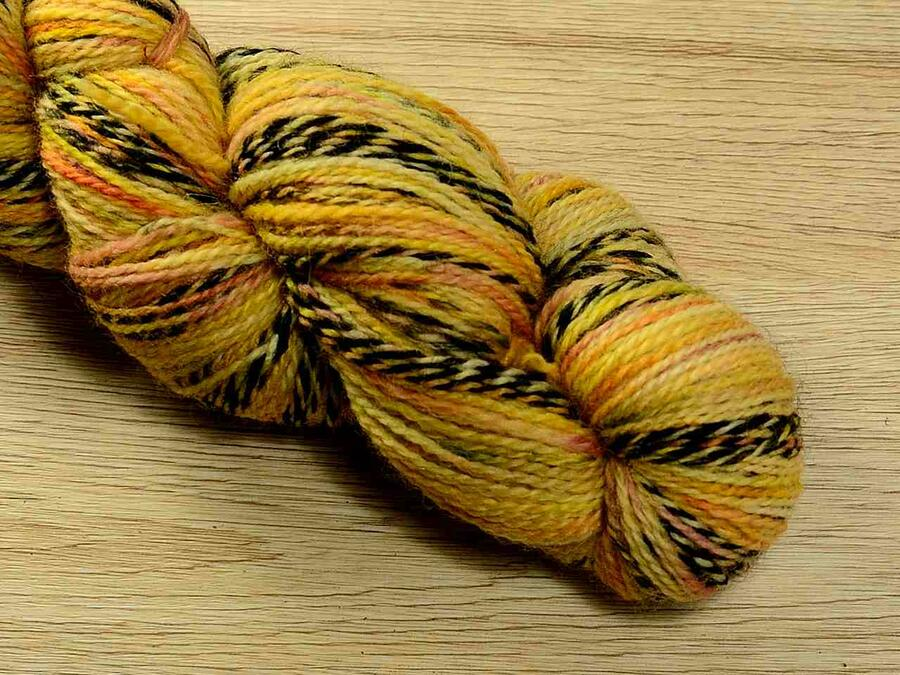Crazy sheep, matassine da 50 gr, 200 metri, tinto a mano con colori naturali