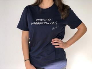 """T-shirt  """" PERFETTA IMPERFETTA COSI' """" con stampa autografo"""