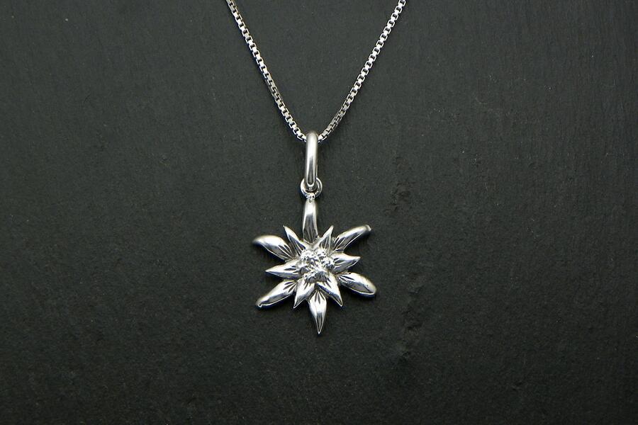 Edelweiss pendant in Silver blakened