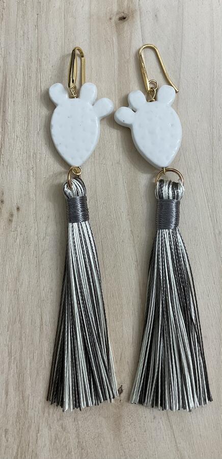 Orecchini pendenti fichi d'india e nappine lunghe