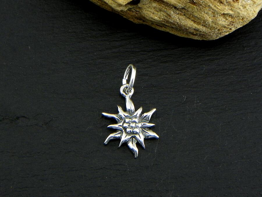 Edelweiss pendant in Silver blakened small