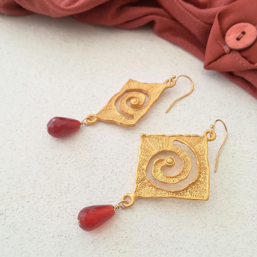 Orecchini con spirale incisa e pietre [+ colori]