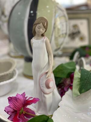 Nao - Statuetta in porcellana - Pensando a te
