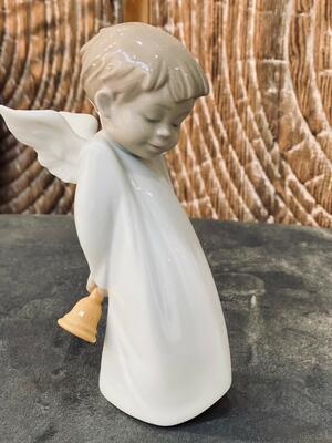 Nao - Statuetta in Porcellana Angelo suonatore di campane